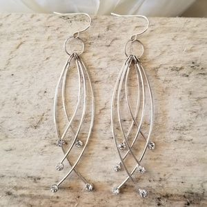 Jewelry - ☕ 3/$15 ☕ Pair of Dangle Crystal Earnings